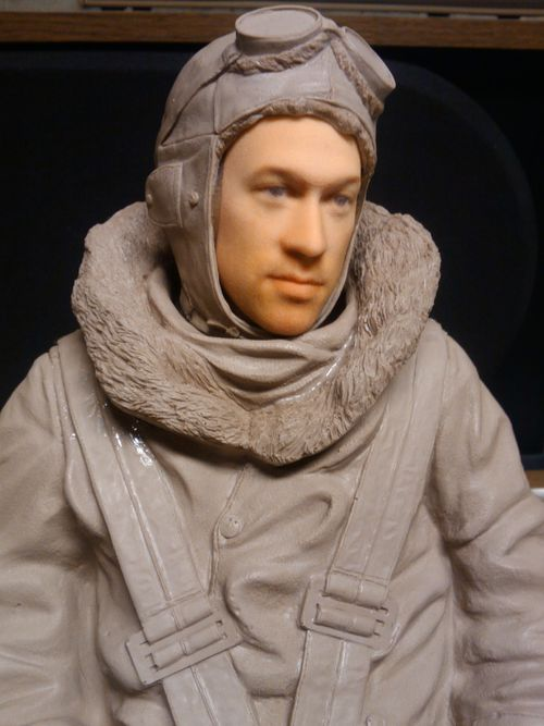 A face do cliente inserida no piloto modelo chamado Lothar